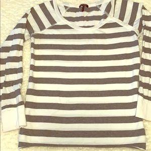 Women's long sleeve Daisy Fuentes shirt